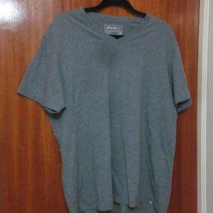 Eddie Bauer grey v-neck t-shirt size XL